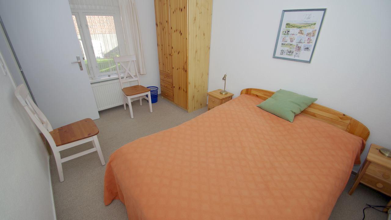 schlafzimmer ferienwohnung wyk f hr. Black Bedroom Furniture Sets. Home Design Ideas
